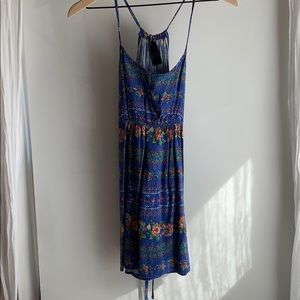 Dresses & Skirts - Cute summery dress / swim suit cover up